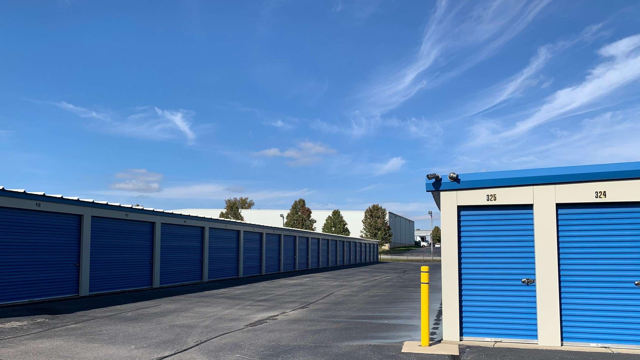 Storage Units and Aisle