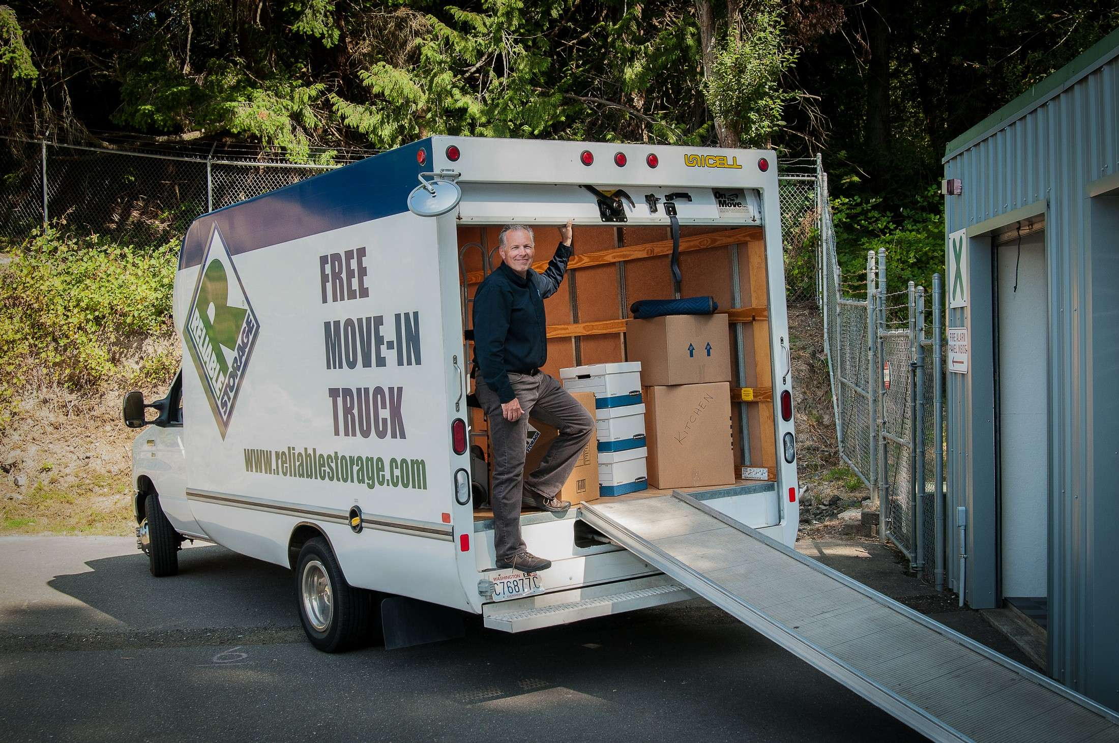 Reliable Storage Unloading Free Move-In Truck